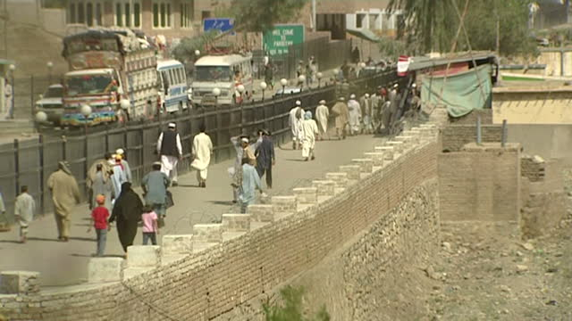 vídeos de stock, filmes e b-roll de exterior shots of people arriving in trucks to cross the torkham border in landi kotal. afghanistan border crossing into pakistan on july 26, 2008 in... - civil