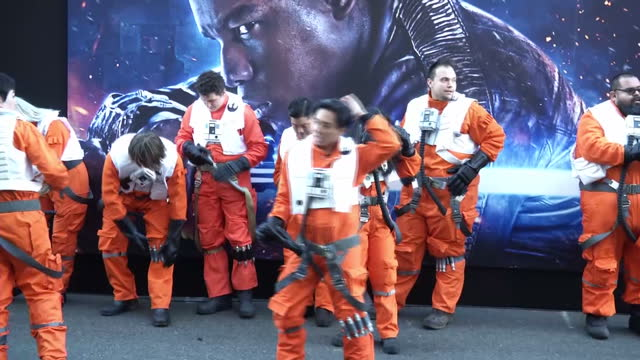 exterior shots of people dressed in xwing fighter costumes on the red carpet and exterior wide night shots of harrison ford george lucas director jj... - george lucas bildbanksvideor och videomaterial från bakom kulisserna