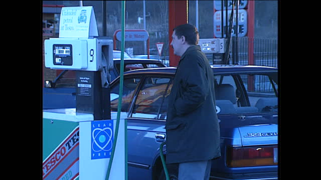 exterior shots of people filling their car tanks with petrol at a tesco petrol station on january 13 1989 in london england - tesco点の映像素材/bロール