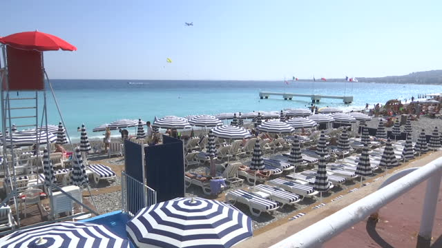 vídeos de stock, filmes e b-roll de exterior shots of people on a beach in nice including shots of a group of young men wearing england football shirts>> on june 27 2016 in nice france - euro 2016