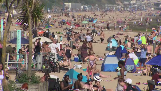 GBR: UK: The Met Office says today has been the hottest day of the year so far.A temperature of 28.2 degrees was recorded at Santon Downham in Suffolk.So as the hot weather drew people out of their homes, were social distancing rules adhered to?