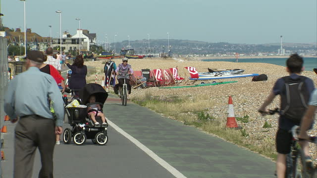 exterior shots of people walking and cycling along worthing promenade on 10 july 2017 in worthing, united kingdom - worthing点の映像素材/bロール