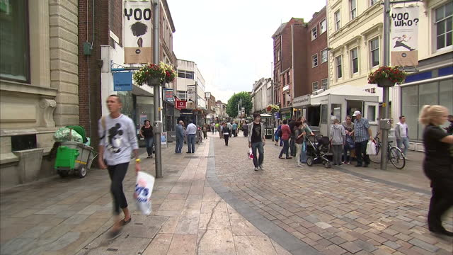 vídeos de stock, filmes e b-roll de exterior shots of people walking around the high street of wolverhampton, england. - high street