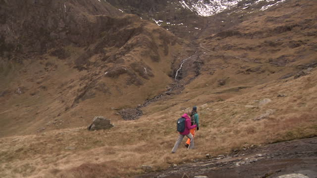 exterior shots of people walking up mountain tracks in snowdonia on december 02 2016 in wales united kingdom - snowdonia stock videos & royalty-free footage