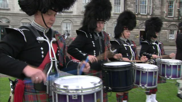 exterior shots of pipers in perth piping as part of the queen's diamond jubilee celebrations pipers playing bagpipes in perth on june 02, 2012 in... - bagpipes stock videos & royalty-free footage