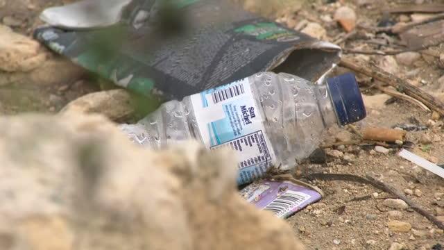 exterior shots of plastic waste rubbish on the shores of valetta on 4 october 2017 in valetta malta - eco tourism点の映像素材/bロール