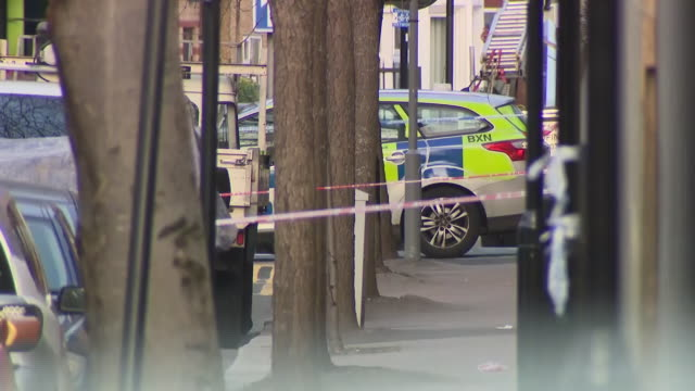 exterior shots of police activity and people laying flowers at the scene of the stabbing murder of 14yearold jayden moody on 9 january 2019 in london... - 刺傷事件点の映像素材/bロール