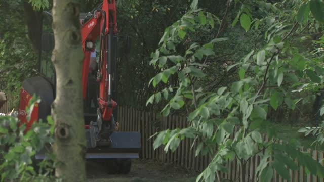exterior shots of police investigating madeleine mccann disappearance digging up allotment in germany, near to where suspect lived on 29 july 2020 in... - disappearance of madeleine mccann stock videos & royalty-free footage