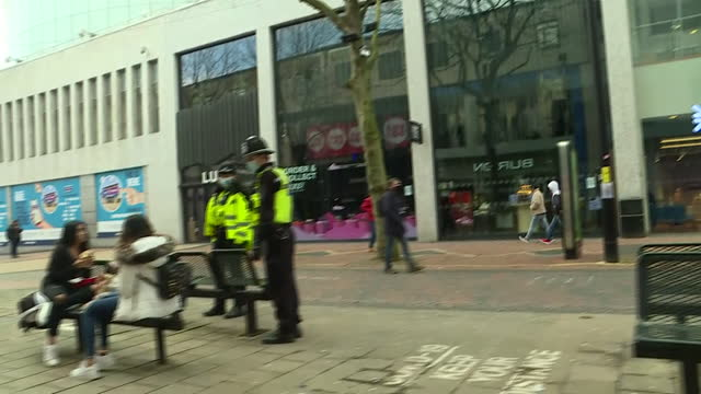 exterior shots of police officers patrolling birmingham city centre during national lockdown on 12th january 2021 in birmingham, united kingdom - law stock videos & royalty-free footage