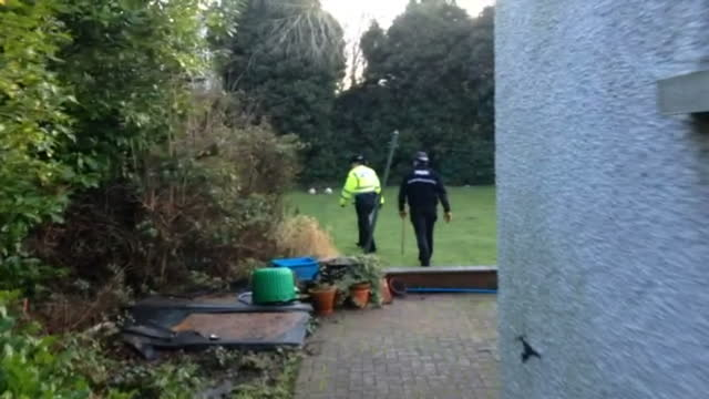 stockvideo's en b-roll-footage met exterior shots of police searching bushes and undergrowth in gardens near where mikhaeel kular went missing police and community search for missing... - vermiste personen