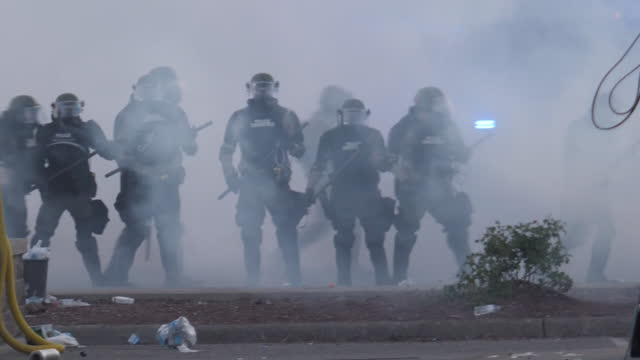 exterior shots of police squad walking through smoke, marching against black lives matter protest spark by the death of george floyd on 31 may 2020... - minnesota stock videos & royalty-free footage