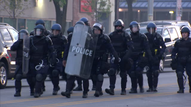 exterior shots of police with riot shields and helmets in baltimore in anticipation of violence from protesters on april 28 2015 in baltimore maryland - baltimore maryland bildbanksvideor och videomaterial från bakom kulisserna