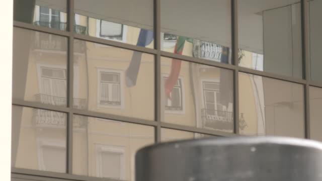 exterior shots of policia judiciaria police headquarters on 11 september 2020 in lisbon, portugal - マデリン・マクカーン失踪事件点の映像素材/bロール