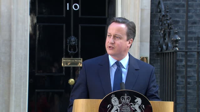 exterior shots of prime minister david cameron at the podium outside number 10 downing street with his wife samantha cameron announcing his... - schlußtag stock-videos und b-roll-filmmaterial