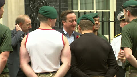 vídeos y material grabado en eventos de stock de exterior shots of prime minister david cameron speaking to a group of royal marines outside number 10 downing street, a team of marines arrive... - royal marines