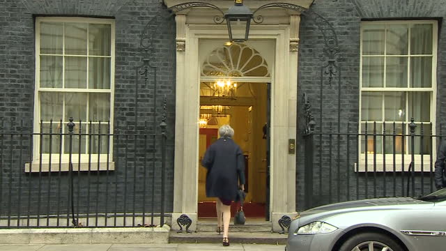 stockvideo's en b-roll-footage met exterior shots of prime minister theresa may arriving at number 10 downing street ahead of cabinet reshuffle meetings on january 08 2018 in london... - prime minister