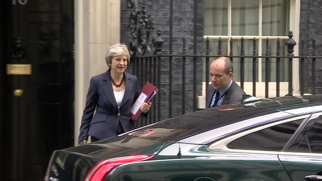 vídeos de stock, filmes e b-roll de exterior shots of prime minister theresa may walking from number 10 downing street to waiting car and departing on 25 october 2017 in london united... - produto interno bruto