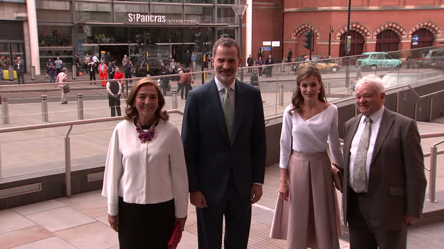 exterior shots of prince andrew duke of york and king felipe and queen letizia of spain arriving to visit the francis crick institute on july 14 2017... - francis crick stock videos & royalty-free footage