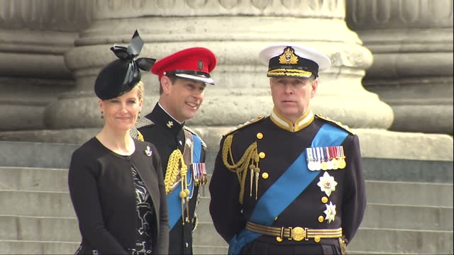 exterior shots of prince andrew prince edward and sophie countess of wessex standing together on the steps of st paul's cathedral before departing>>... - famiglia reale video stock e b–roll