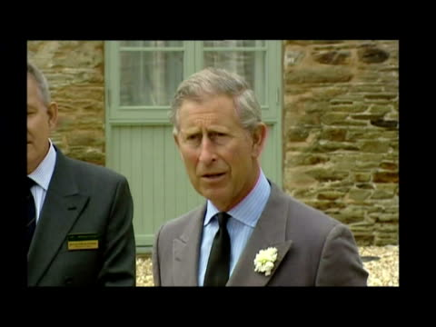 exterior shots of prince charles addressing a small crowd before removing cornish flag from plaque and officially opening the trevorva barns to... - 飾り板点の映像素材/bロール