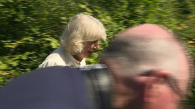 vídeos de stock e filmes b-roll de exterior shots of prince charles and camilla duchess of cornwall at treverbyn community hall in stenalees meeting community groups on 21 july 2020 in... - st austell