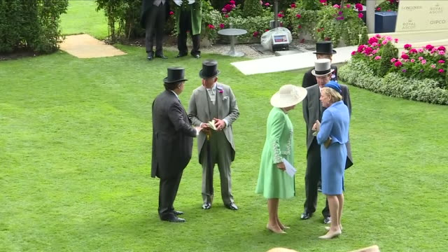 vidéos et rushes de exterior shots of prince charles and camilla duchess of cornwall at royal ascot racecourse 20th june 2018 ascot england - monarchie anglaise