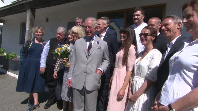 exterior shots of prince charles and camilla duchess of cornwall greeting crowds before departing in car on july 19, 2016 in port isaac, england. - マーティン クランズ点の映像素材/bロール