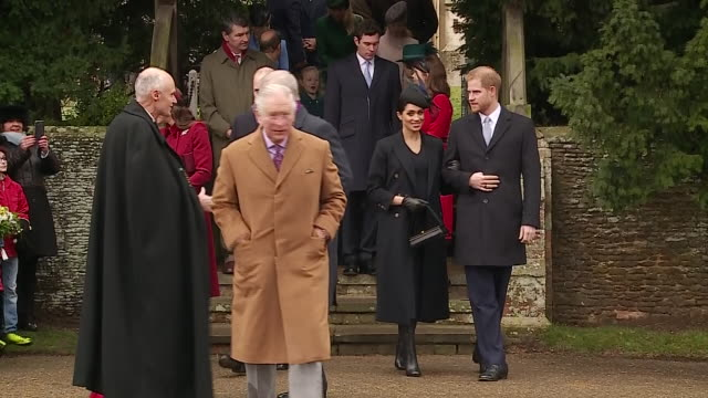 vídeos de stock, filmes e b-roll de exterior shots of prince charles followed by prince harry and meghan duchess of sussex walking from sandringham church after the christmas day... - realeza