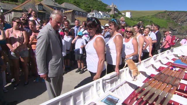exterior shots of prince charles meeting crowds on a visit to port isaac including members of the port isaac women's rowing club on july 19, 2016 in... - マーティン クランズ点の映像素材/bロール
