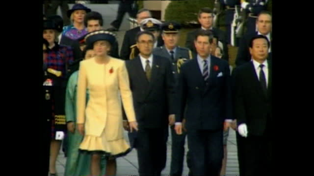 vídeos de stock, filmes e b-roll de exterior shots of prince charles prince of wales and princess diana princess of wales arriving at the national cemetery during royal tour on 6... - coreia do sul