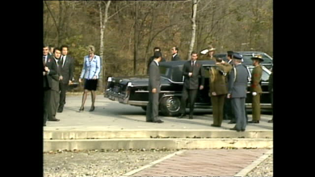 vídeos de stock e filmes b-roll de exterior shots of prince charles, prince of wales, and princess diana, princess of wales, arriving at war memorial, during royal tour on 6 november... - 1992