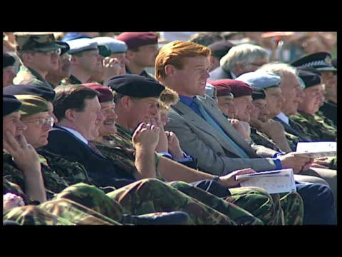 stockvideo's en b-roll-footage met exterior shots of prince charles prince william prince harry watching 16th air assault display and prince of wales in fatigues and black beret... - camouflagekleding