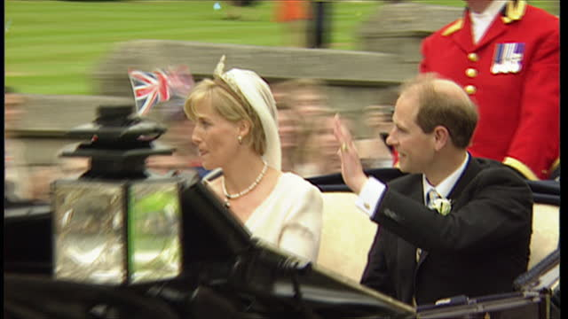 exterior shots of prince edward and sophie rhys-jones, now sophie wessex, riding out in a horse and carriage after getting married in st george's... - 1999 stock videos & royalty-free footage