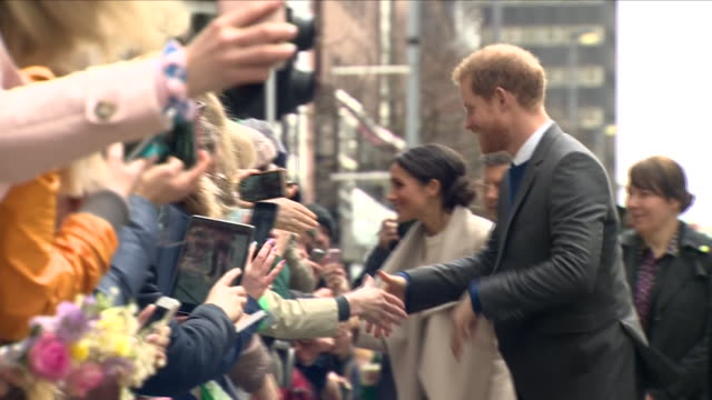 exterior shots of prince harry and his fiancee meghan markle greeting enthusiastic crowds lining the streets of belfast on 23 march 2018 in belfast... - nordirland stock-videos und b-roll-filmmaterial