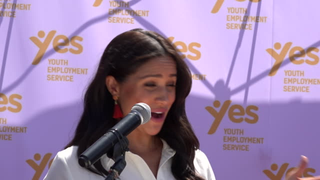 exterior shots of prince harry and meghan duchess of sussex making a speech during a visit to the yes youth employment service and departing on 2... - meghan duchess of sussex stock videos & royalty-free footage
