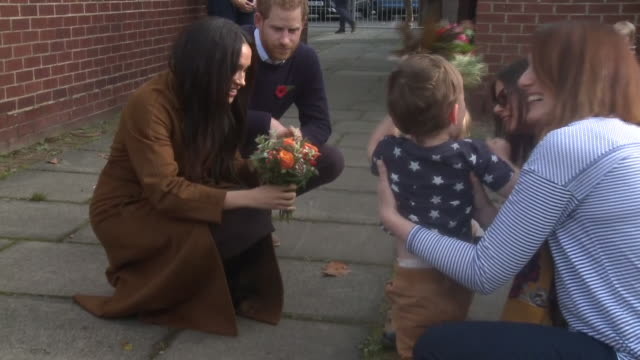 exterior shots of prince harry and meghan, duchess of sussex, meeting army families at an event at broom farm community centre on 7 november 2019 in... - britisches königshaus stock-videos und b-roll-filmmaterial