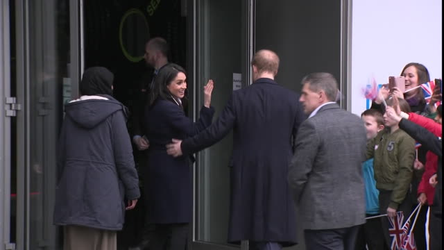 stockvideo's en b-roll-footage met exterior shots of prince harry and meghan markle walking into the millennium point building on 8th march 2018 in birmingham united kingdom - birmingham engeland