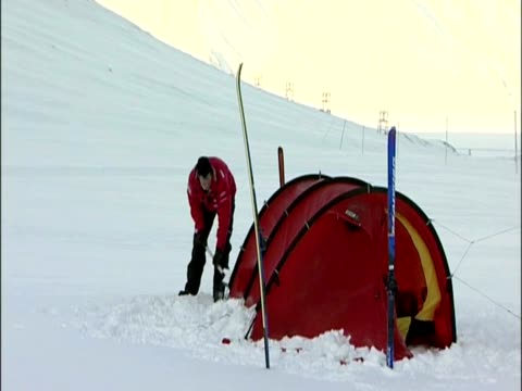 exterior shots of prince harry and walking with the wounded team member setting up tent and equipment before heading in prince harry and arctic... - svalbard and jan mayen stock videos & royalty-free footage