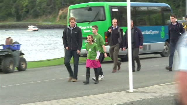 exterior shots of prince harry arriving at halfmoon bay school and talking to children on may 11, 2015 in stewart island, southland, new zealand - 3日目点の映像素材/bロール