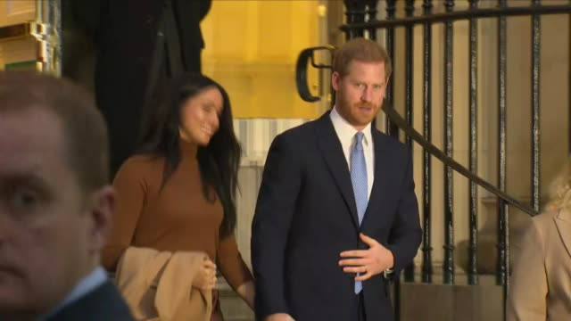 exterior shots of prince harry duke of sussex and meghan duchess of sussex departing canada house after visit on january 07 2020 london england - meghan duchess of sussex stock videos & royalty-free footage
