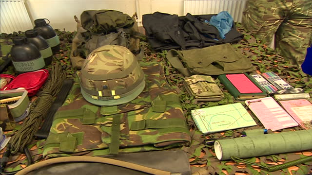 vidéos et rushes de exterior shots of prince philip arrival at first battalion grenadier guards. on february 24, 2014 in aldershot, england. - infanterie