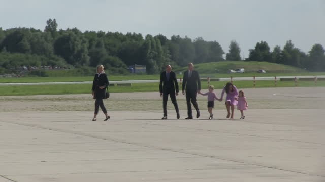 exterior shots of prince william and catherine duchess of cambridge with children prince george and princess charlotte inspecting a helicopter whilst... - prinz william herzog von cambridge stock-videos und b-roll-filmmaterial