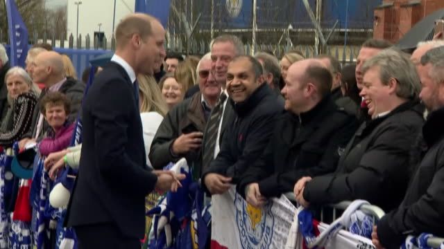 vídeos de stock e filmes b-roll de exterior shots of prince william and kate middleton at leicester city football club paying tribute to chairman, vichai srivaddhanaprabha and meeting... - presidente de empresa