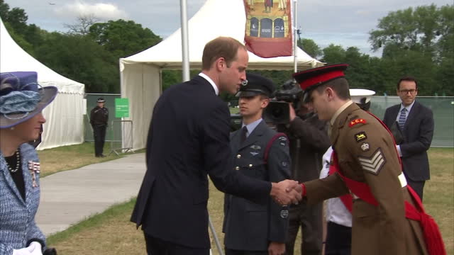 vídeos de stock e filmes b-roll de exterior shots of prince william arriving at magna carta 800th anniversary event and meeting various people including archbishop of canterbury justin... - magna carta documento histórico