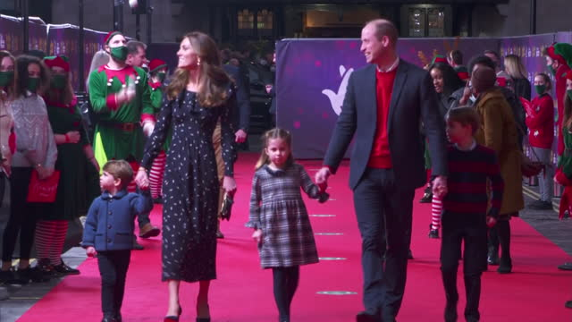 exterior shots of prince william, catherine, duchess of cambridge with their three children prince george, princess charlotte and prince louis... - ウィリアム王子点の映像素材/bロール