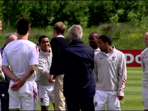 exterior shots of prince william chatting to wayne rooney exterior shots of prince william walking with sven goran eriksson to meet the england... - campionato sportivo video stock e b–roll