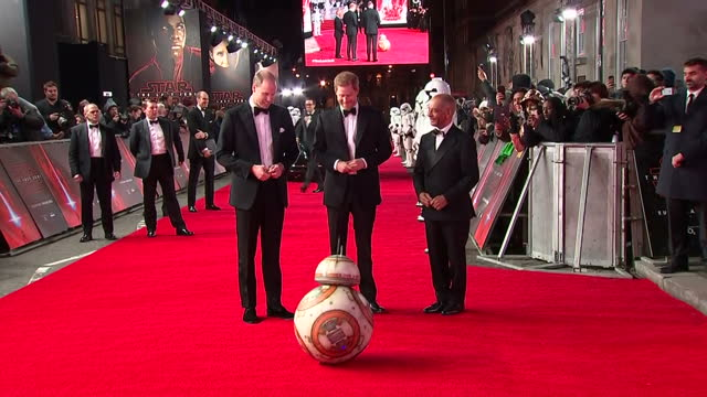 exterior shots of prince william duke of cambridge and prince harry arriving at the european premiere of star wars the last jedi outside the royal... - prinz william herzog von cambridge stock-videos und b-roll-filmmaterial