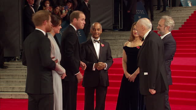 stockvideo's en b-roll-footage met exterior shots of prince william duke of cambridge catherine duchess of cambridge prince harry arriving and meeting barbara broccoli michael g wilson... - sam mendes