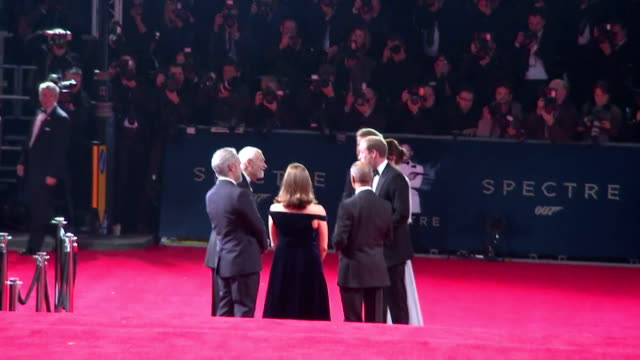 vídeos de stock, filmes e b-roll de exterior shots of prince william, duke of cambridge, catherine, duchess of cambridge, prince harry arriving and meeting barbara broccoli, michael g.... - série de filmes do james bond