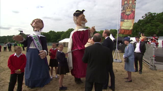 vídeos de stock e filmes b-roll de exterior shots of prince william meeting and talking with school children who have created and are wearing costumes to celebrate 800th anniversary of... - magna carta documento histórico